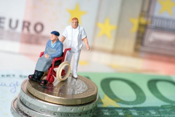 Wer im Alter nicht vor dem Problem stehen möchte, die anfallenden Pflegekosten nicht decken zu können, der sollte eine Pflegeversicherung in Betracht ziehen. Im übrigen wird die Bevölkerung der westlichen Welt wird immer älter.... (#3)