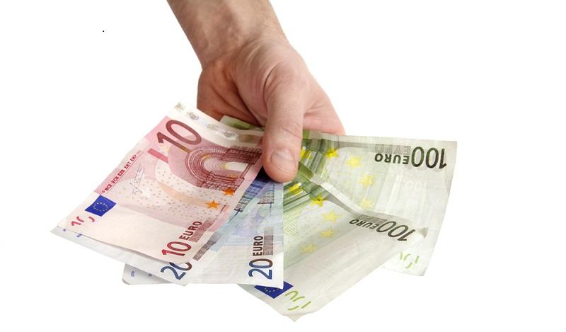 Wer seine Lebensversicherung frühzeitig und damit vor dem vertraglich festgelegten Ablaufdatum kündigen möchte, dem droht der Verlust von wahrem Geld. (#03)
