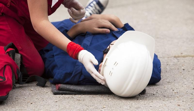 Der Versicherte darf sich bei einem Arbeitsunfall seinen Arzt nur dann aussuchen, wenn es sich um einen Notfall handelt oder um eine Bagatellverletzung. (#01)