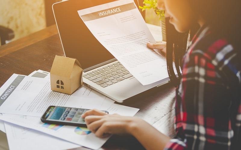 Die Zinsen sind ein wichtiger Aspekt – vergleichen Sie gut, ob sich ein Kredit nicht doch lohnt. (#03)