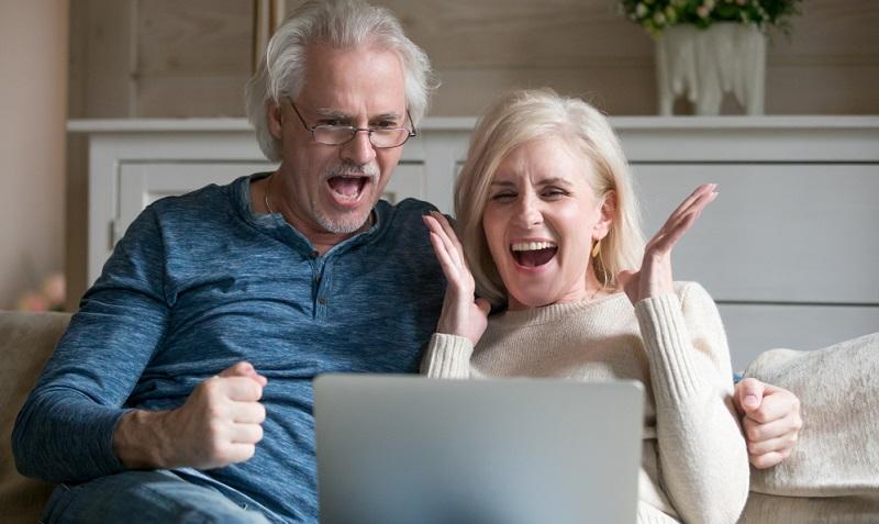 Wenn Sie im Rahmen der betrieblichen Altersversorgung eine Direktversicherung abschließen, dann kommt es dabei zu einer Gehaltsumwandlung. Diese wird häufig auch als Entgeltumwandlung bezeichnet.