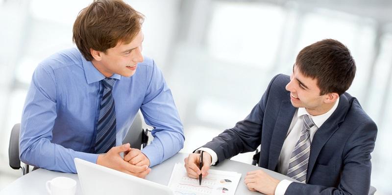 Wenn Sie die Entgeltumwandlung in Anspruch nehmen möchten, besteht der erste Schritt darin, ein Gespräch mit dem Arbeitgeber zu suchen.