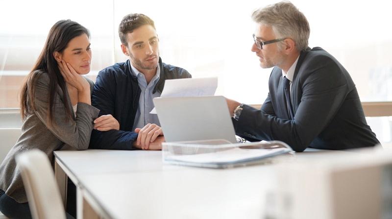 Im Bereich der betrieblichen Altersversorgung haben die Angestellten die Auswahl aus mehreren unterschiedlichen Angeboten. In größeren Betrieben kommt es häufig zu einer Direktzusage.