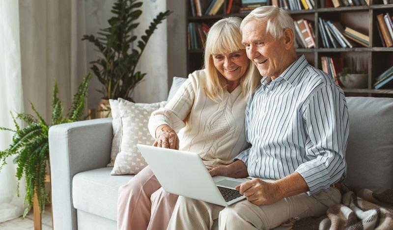 Seit das System der Altersvorsorge und das Alterseinkünftegesetz im Jahr 2005 reformiert worden sind, gilt das 3 Schichten Modell für die Altersvorsorge.