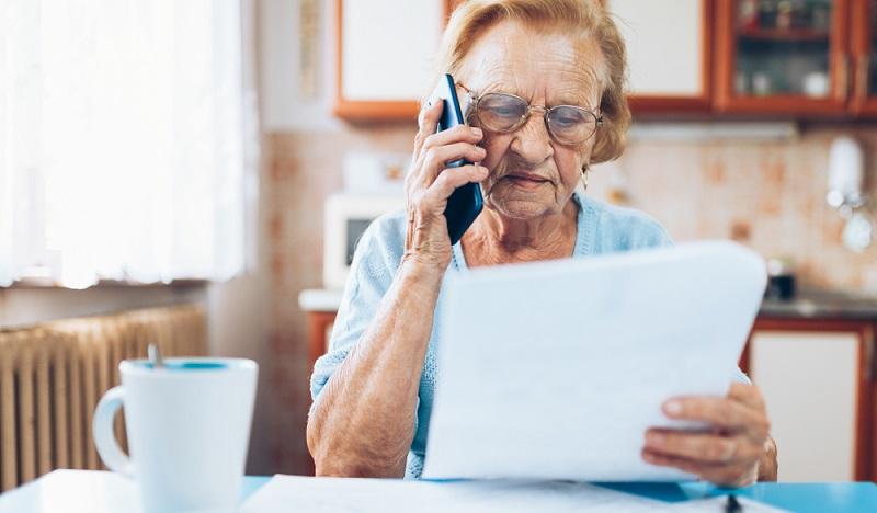 """""""Was das bloß alles wieder kostet!"""" Gerade Rentner sind mit diesem Satz nur allzu häufig im Supermarkt anzutreffen und kalkulieren ihre ohnehin viel zu schmale Rente auf überteuerte Produkte."""