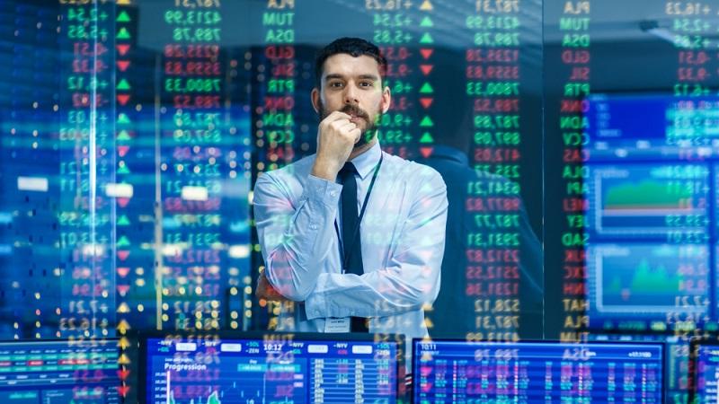 Wer Aktien besitzt, hält damit auch Anteile an einem Unternehmen. Je mehr Aktien gekauft werden, desto größer wird der Anteil an dieser Firma.  ( Foto: Shutterstock- Gorodenkoff)
